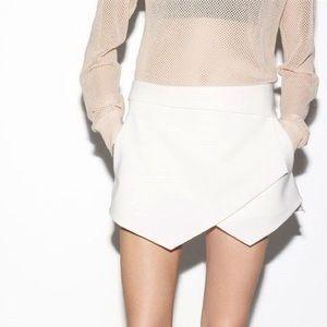 Zara asymmetrical pointy triangle white shorts